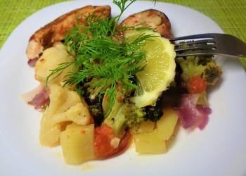 Форель с овощами, запеченная в фольге