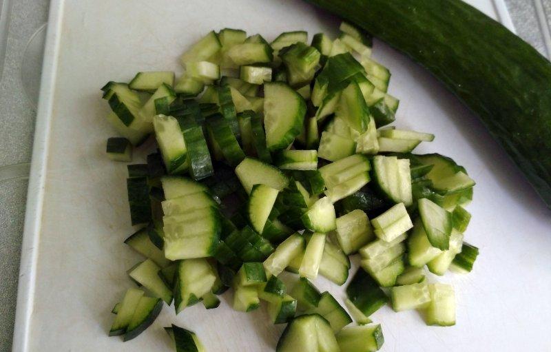 Салат из щавеля с яйцом и огурцом | Рецепт приготовления | Шаг 4