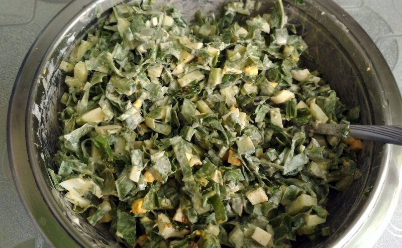 Салат из щавеля с яйцом и огурцом | Рецепт приготовления | Шаг 8
