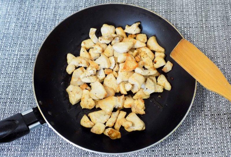 Легкий салат с курицей и пекинской капустой | Рецепт приготовления | Шаг 4