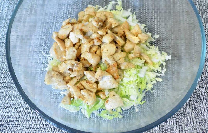 Легкий салат с курицей и пекинской капустой | Рецепт приготовления | Шаг 5