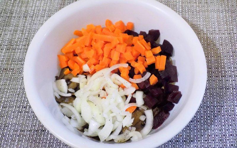 Постный салат со свеклой и шампиньонами | Рецепт приготовления | Шаг 7